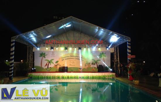 Cty âm thanh ánh sáng Lê Vũ cho thuê âm thanh ánh sáng và sân khấu trên hồ bơi cho chương trình 20 năm thành lập Somerset (Singapore),